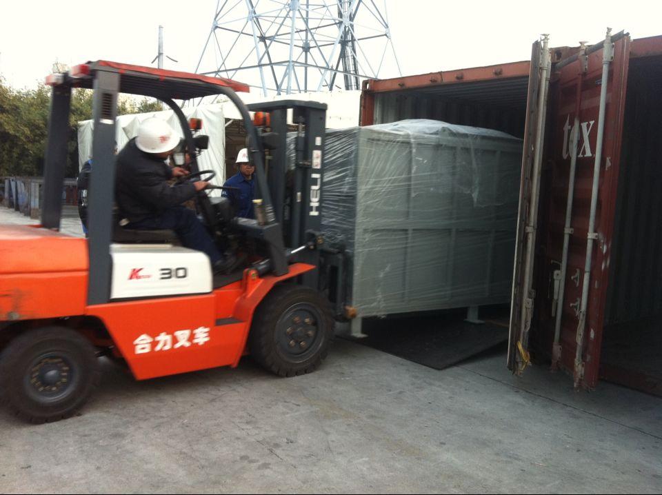 墨西哥首台设备装柜发运
